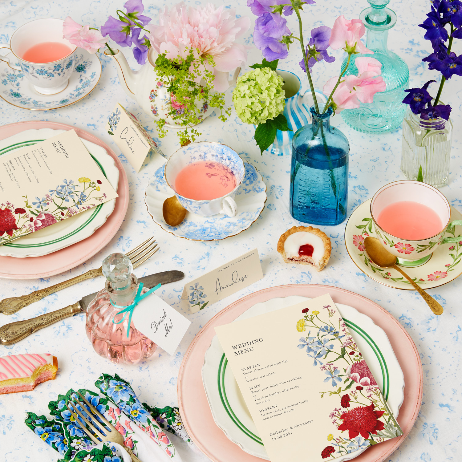 06.20_TheFold_WeddingTableSettings_VintageQuirky.jpg